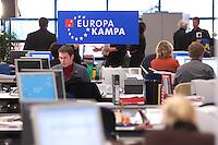 12 JAN 2004, BERLIN/GERMANY:<br /> SPD Europa Kampa, Wahlkampfzentrale fuer die Wahl des Europaeischen Parlamentes im Willy-Brandt-Haus<br /> IMAGE: 20040112-02-053
