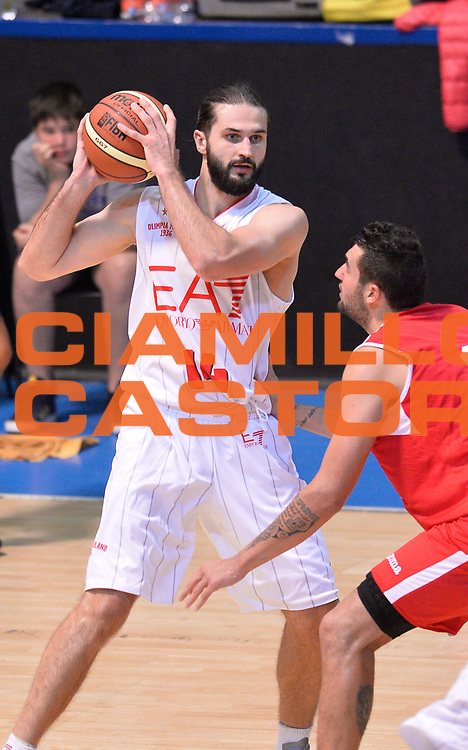DESCRIZIONE : Bormio Lega A 2014-15 amichevole Ea7 Olimpia Milano - Stings Mantova<br /> GIOCATORE : Linas Kleiza<br /> CATEGORIA : palleggio<br /> SQUADRA : Ea7 Olimpia Milano<br /> EVENTO : Valtellina Basket Circuit 2014<br /> GARA : Ea7 Olimpia Milano - Stings Mantova<br /> DATA : 04/09/2014<br /> SPORT : Pallacanestro <br /> AUTORE : Agenzia Ciamillo-Castoria/A.Scaroni<br /> Galleria : Lega Basket A 2014-2015  <br /> Fotonotizia : Bormio Lega A 2014-15 amichevole Ea7 Olimpia Milano - Stings Mantova<br /> Predefinita :