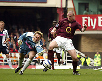 Photo: Chris Ratcliffe.<br />Arsenal v West Bromwich Albion. The Barclays Premiership. 15/04/2006.<br />Philippe Senderos of Arsenal competes for the ball with Tomasz Kuszczak of West Brom