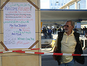 A sign is seen welcoming refugees at Wien Westbahnhof train station, Vienna, Austria, September 6 2015.  Hundreds of migrants have resumed their journey through Austria to Germany after Hungary's decision on Friday to let them through.