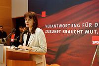 17 JAN 2000, BERLIN/GERMANY:<br /> Edelgard Bulmahn, SPD, Bundesbildungsministerin, während einer Pressekonferenz zum Thema Bildungsinitiative, Willy-Brandt-Haus<br /> IMAGE: 20000117-01/02-11
