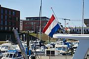 Tijdens de Nationale Dodenherdenking op 4 mei hangt de nederlandse vlag halfstok.   During the National Remembrance Day on May 4, the Dutch flag hangs at half mast.
