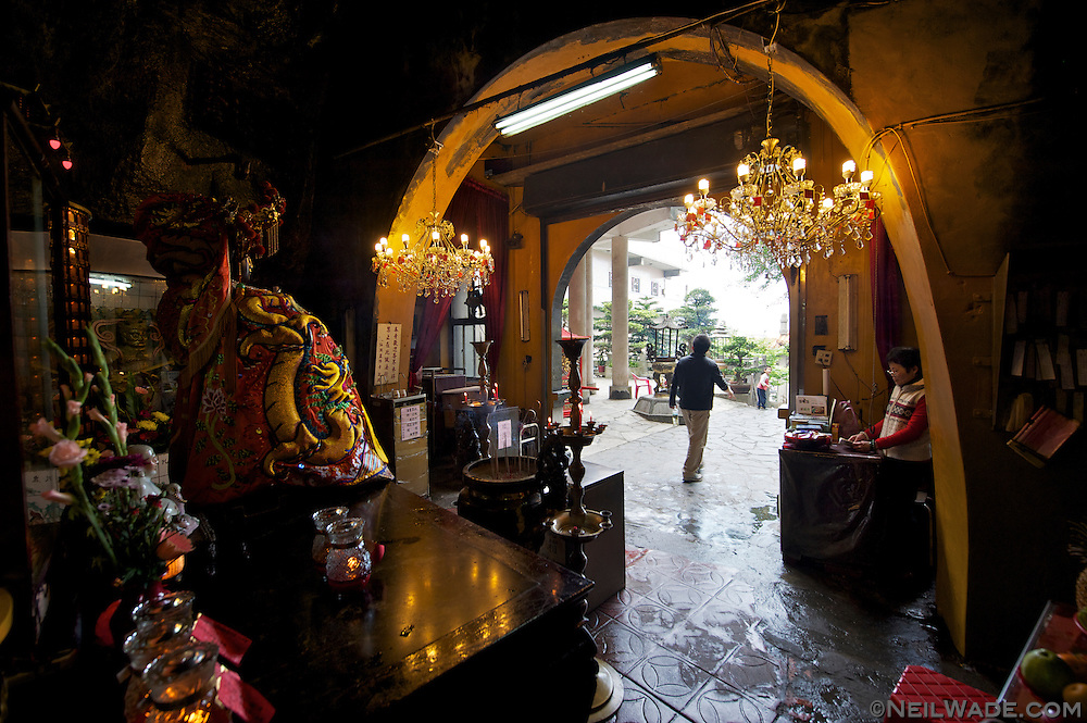 The endtrance to Xiandong Fairy Cave has a golden Buddha and two chandeliers