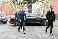 14 NOV 2018, POTSDAM/GERMANY:<br /> Heiko Maas (L), SPD, Bundesaussenminister, auf dem Weg zur Klausurtagung des Bundeskabinetts, im Hintergrund Ihr Dienstwagen, Hasso Plattner Institut (HPI, Potsdam-Babelsberg<br /> IMAGE: 20181114-01-022<br /> KEYWORDS; Kabinett, Klausur, Tagung, Auto, KFZ, Wagen, Dienstlimousine, Limousine