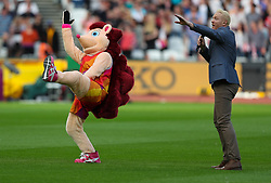 London, 2017-August-04. Mascot of the championships Hero the Hedgehog and Iwan Thomas MBE get the crowd warmed up at the IAAF World Championships London 2017. Paul Davey.