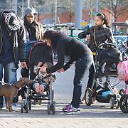 Nederland Rotterdam 21-03-2009 20090321Foto: David Rozing ..Groep allochtone jongeren tienermoeders met kinderwagens op de coolsingel centrum Rotterdam. Young mothers  Foto: David Rozing