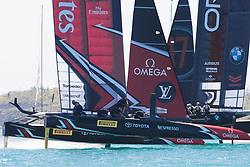 June 21, 2017 - Bermudes, USA - The Great Sound, Bermuda, 18th June. Emirates Team New Zealand and Oracle Team USA in pre race for race four on day two of the America's Cup. (Credit Image: © Panoramic via ZUMA Press)