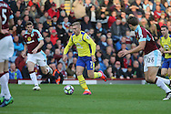 Gerard Deulofeu of Everton makes a break. Premier League match, Burnley v Everton at Turf Moor in Burnley , Lancs on Saturday 22nd October 2016.<br /> pic by Chris Stading, Andrew Orchard sports photography.