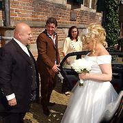 NLD/Naarden/20050527 - huwelijk jongste zus Rene Froger, Rene als bruidschauffeur