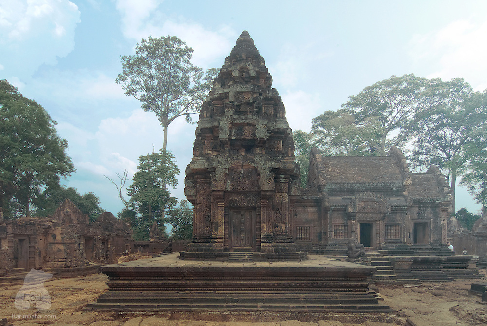 Built in the tenth century, Banteay Srei is a temple dedicated to the hindu Lord Shiva. It is one of several architectural marvels in Angkor