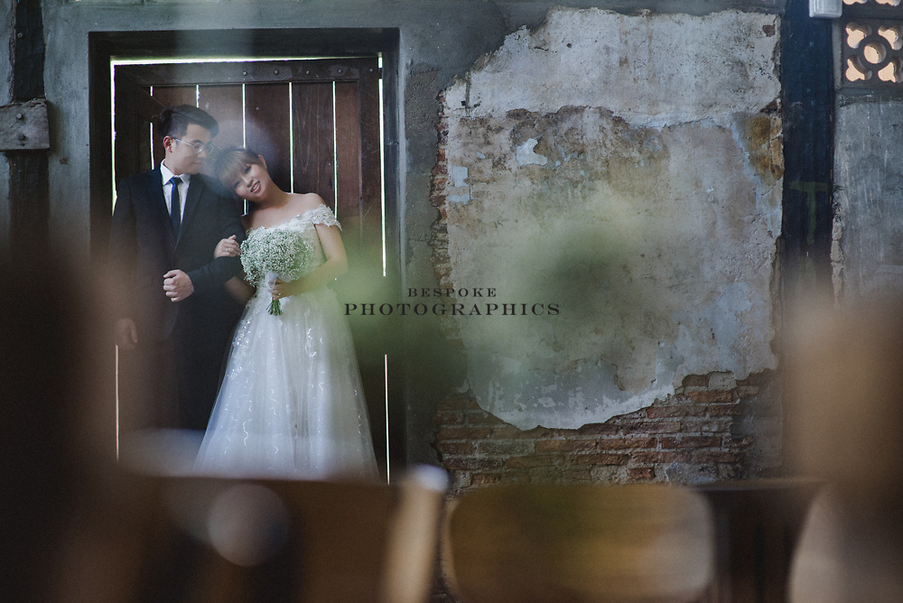 Kuching based photographic studio specialising in Pre-Wedding, Wedding, Events, Portraits, and Commercial photography