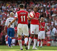 Photo: Chris Ratcliffe.<br />Arsenal v Middlesbrough. The Barclays Premiership. 09/09/2006.<br />Thierry Henry is given the ball by Robin van Persie before scoring from the spot.