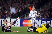 FOOTBALL - CHAMPIONS LEAGUE 2010/2011 - 1/8 FINAL - 1ST LEG - OLYMPIQUE LYONNAIS v REAL MADRID - 22/02/2011 - CRIS (OL) / RONALDO (REAL) / HUGO LLORIS (OL) - PHOTO FRANCK FAUGERE / DPPI