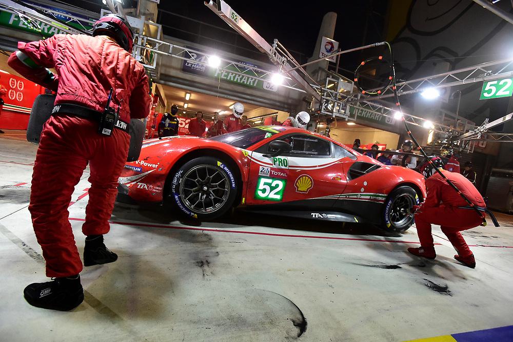 #52 AF Corse Ferrari 488 GTE EVO: Toni Vilander, Antonio Giovinazzi, Pipo Derani, pit stop<br /> Sunday 17 June 2018<br /> 24 Hours of Le Mans<br /> 2018 24 Hours of Le Mans<br /> Circuit de la Sarthe  FR<br /> World Copyright: Scott R LePage