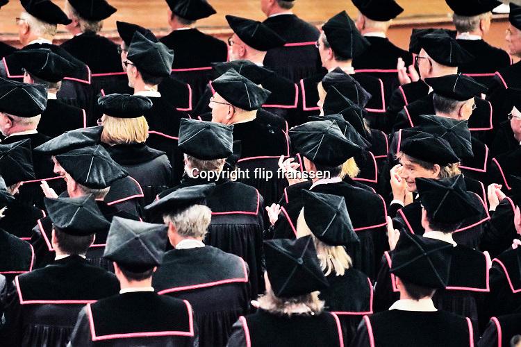 Nederland, Nijmegen, 2-9-2019Radboud Universiteit. Tijdens de opening van het academisch jaar in concertgebouw de Vereeniging, vereniging, betreden hoogleraren, professoren, de zaal terwijl een zangroepje het Radboud lied zingt.Rector Magnificus Prof. dr. J.H.J.M ( Han ) van Krieken verwelkomt de aanwezigen.Foto: Flip Franssen