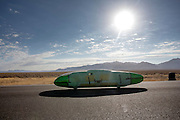 De Glowworm is bezig met de kwalificatie. In de vroege ochtend worden de kwalificaties gereden. In de buurt van Battle Mountain, Nevada, strijden van 10 tot en met 15 september 2012 verschillende teams om het wereldrecord fietsen tijdens de World Human Powered Speed Challenge. Het huidige record is 133 km/h.<br /> <br /> The Glowworm is on its way. Near Battle Mountain, Nevada, several teams are trying to set a new world record cycling at the World Human Powered Vehicle Speed Challenge from Sept. 10th till Sept. 15th. The current record is 133 km/h.