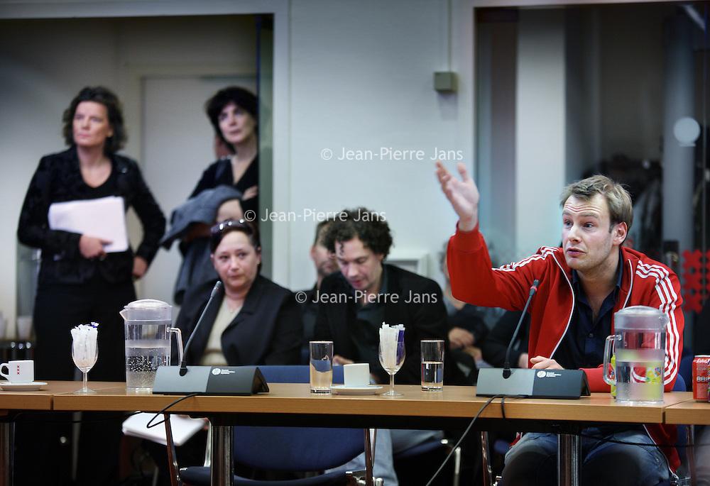 Nederland, Amsterdam ,  25 november 2010..Discussieavond omtrent voortbestaan van regionaal televisie zender AT5..Op de achtergond wethouder Carolien Gehrels.Foto:Jean-Pierre Jans
