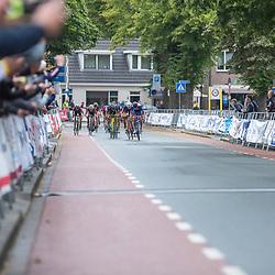 06-07-2019: Wielrennen: Ronde van Twente: Enter<br /> De Deen Rasmus Madsen heeft de Ronde van Twente voor junioren gewonnen. Hij was de snelste van een kopgroep van dertien. Rick Hezeman werd tweede, Wouter van de Weerdhof derde.