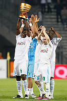 FOOTBALL - FRENCH CHAMPIONSHIP 2010/2011 - L1 - OLYMPIQUE MARSEILLE v OGC NICE - 27/04/2011 - PHOTO PHILIPPE LAURENSON/ DPPI - JOY OM PLAYERS WITH FRENCH LIGUE CUP