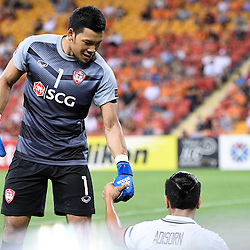 BRISBANE, AUSTRALIA - FEBRUARY 21: Kawin Thamsatchanan of Muangthong United helps his teammate Adison Promrak off the ground during the Asian Champions League Group Stage match between the Brisbane Roar and Muangthong United FC at Suncorp Stadium on February 21, 2017 in Brisbane, Australia. (Photo by Patrick Kearney/Brisbane Roar)