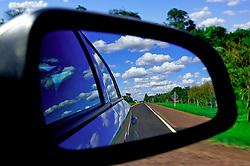 Reflexo no retrovisor de um carro. FOTO: Jefferson Bernardes / Preview.com