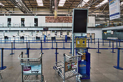 Duitsland, Weeze, 13-4-2020 Vlak over de grens ligt het regionaal vliegveld Niederrhein, Weeze, wat een belangrijke regionale luchthaven is voor reizigers uit zuid oost Nederlanden en als thuisbasis fungeert voorenkele Ryanair toestellen. Door de coronacrisis wordt er voorlopig niet meer gevlogen en liggen het stationsgebouw er stil en leeg bij.Foto: Flip Franssen