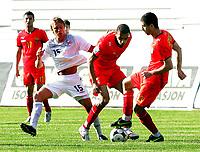 Fotball , 6. juni 2009 VM-kvalifisering , Norge - Makedonia<br /> Per Ciljan Skjelbred(L) Norway with  Boban Grncharov (c) with Filip Despotovski (R) FYR Macedonia<br /> WC-qual.<br /> Norway - Macedonia