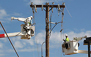 Utility workers waste no time in re-stringing tornado damaged lines in Oklahoma City, Oklahoma May 22, 2013.  Rescue workers with sniffer dogs picked through the ruins on Wednesday to ensure no survivors remained buried after a deadly tornado left thousands homeless and trying to salvage what was left of their belongings.  REUTERS/Rick Wilking (UNITED STATES)