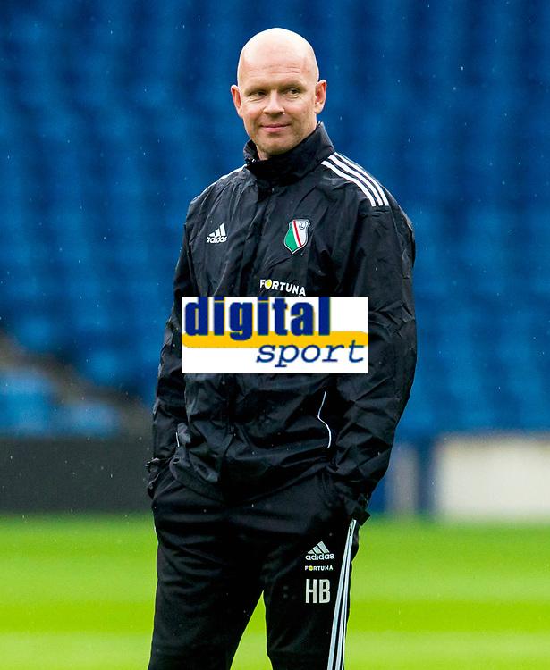 05/08/14<br /> LEGIA WARSAW TRAINING<br /> BT MURRAYFIELD STADIUM - EDINBURGH<br /> Legia Warsaw's manager Henning Berg watches on at training