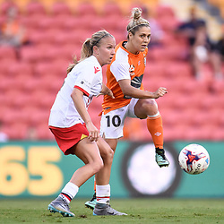 BRISBANE, AUSTRALIA - NOVEMBER 17: Katrina Gorry of the Roar passes the ball during the round 4 Westfield W-League match between the Brisbane Roar and Adelaide United at Suncorp Stadium on November 17, 2017 in Brisbane, Australia. (Photo by Patrick Kearney / Brisbane Roar)