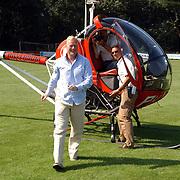 NLD/Bussum/20050904 - Opening 2 nieuwe speelvelden BFC Bussum, Ronald Koeman arriveert per helicopter