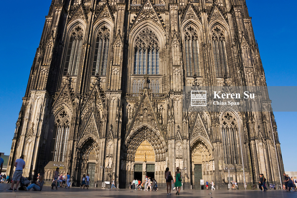 Rickshaw drivers passing by Cologne Cathedral, Germany