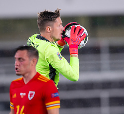 HELSINKI, FINLAND - Thursday, September 3, 2020: Wales' goalkeeper Wayne Hennessey during the UEFA Nations League Group Stage League B Group 4 match between Finland and Wales at the Helsingin Olympiastadion. (Pic by Jussi Eskola/Propaganda)