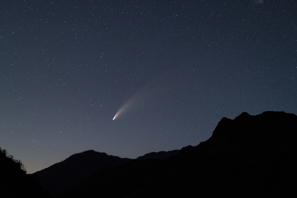 Comet Neowise above the walls of Kings Canyon National Park