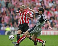 Fotball<br /> England 2004/2005<br /> Foto: SBI/Digitalsport<br /> NORWAY ONLY<br /> <br /> Sunderland v Stoke City, Coca-Cola Championship, Stadium of Light, Sunderland 08/05/2005.<br /> <br /> Stoke's Clive Clarke (R) looks to tackle Sunderland's Liam Lawrence (L).