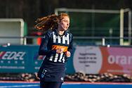 BILTHOVEN -  Hoofdklasse competitiewedstrijd dames, SCHC v hdm, seizoen 2020-2021.<br /> Foto: Tessa Beetsma (hdm) blijft warm lopen tijdens rust