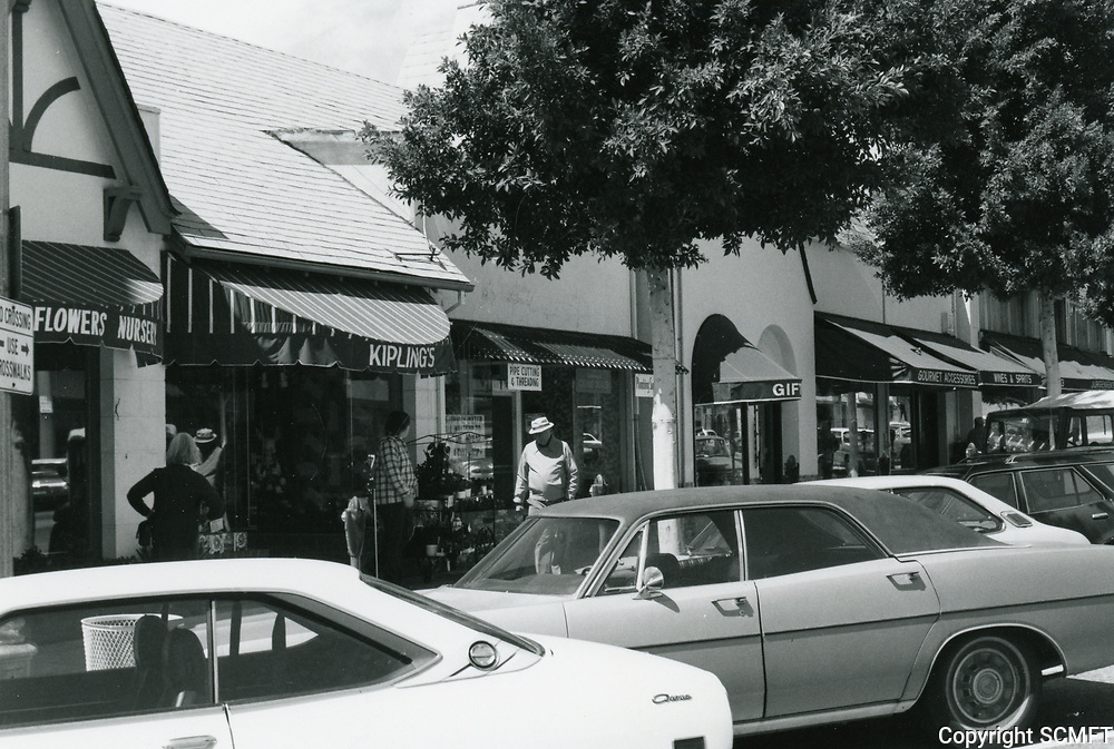 1977 Kipling's Flowers & other shops on Larchmont Blvd.