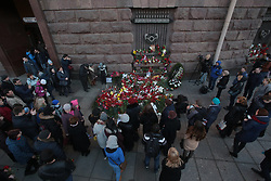 April 4, 2017 - Saint Petersburg, Russia - People lays flowers outside Tekhnologicheskiy Institute metro station to pay tribute for victims of an explosion in St. Petersburg metro in Saint Petersburg, Russia, 04 April 2017. (Credit Image: © Igor Russak/NurPhoto via ZUMA Press)