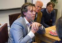 UTRECHT - Groepsgesprek bij de NGF  tussen NGF, verenigingsbestuurders, baaneigenaren olv voorzitter Jan Kees van der Velden. Jelle Paauw.  FOTO KOEN SUYK