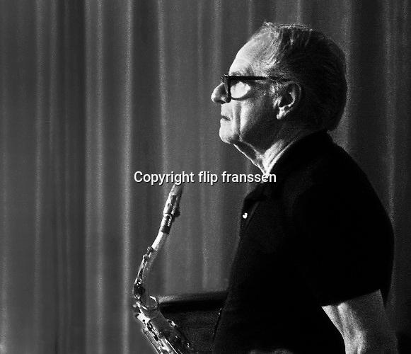 Nederland, Nijmegen, 9-1-2020 Saxofonist Hans Dulfer tijdens een live optreden in muziekcafe Brebl in het Honig complex . . Foto: Flip Franssen