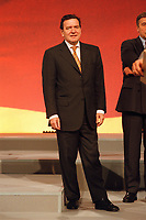 08 DEC 1999, BERLIN/GERMANY:<br /> Gerhard Schröder, SPD Parteivorsitzender, SPD Bundesparteitag, Hotel Estrell<br /> Gerhard Schroeder, Fed. Chancellor and SPD Chairman, during the Federal Party Congress of the Social Democratic Party<br /> IMAGE: 19991208-01/06-15<br /> KEYWORDS: Parteitag