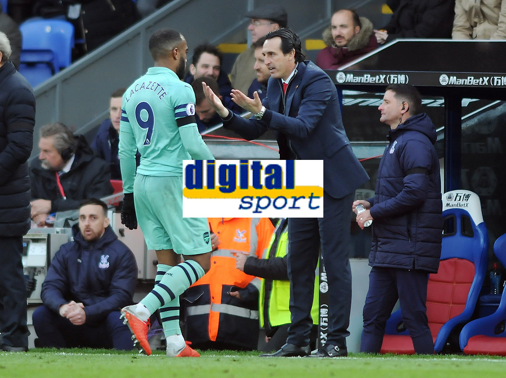 Football - 2018 / 2019 Premier League - Crystal Palace vs. Arsenal<br /> <br /> Arsenal Manager, Unai Emery tries to get his point across to Alexandre Lacazette, at Selhurst Park.<br /> <br /> COLORSPORT/ANDREW COWIE