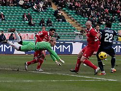 Bari (BA), 23-01-2011 ITALY - Italian Soccer Championship Day 21 - Bari VS Napoli..Pictured: Offensiva del Napoli in area barese..Photo by Giovanni Marino/OTNPhotos . Obligatory Credit