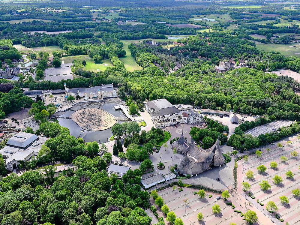Nederland, Noord-Brabant, Gemeente Loon op Zand, 14-05-2020; Kaatsheuvel, ingang van attractiepark de Efteling. De attractie is gesloten als gevolg van de richtlijnen van het RIVM, het parkeerterrein is leeg.<br /> Kaatsheuvel, entrance to the Efteling theme park. The attraction is closed due to the guidelines of the RIVM, the parking lot is empty.<br /> luchtfoto (toeslag op standard tarieven);<br /> aerial photo (additional fee required)<br /> copyright © 2020 foto/photo Siebe Swart