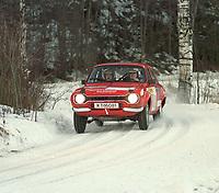 Motorsport. Flesbergrally 29.januar 2000. Anders Lie Nilsen og Frode Arnesen på SS 8 med denne nydelige Ford Escort MK1 som de satser med i nasjonal klasse 11. Foto: Digitalsport, Jan A. Holshagen