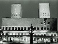 Oslo 20111103. Nattbilde av rådhuset i Oslo fotografert i sort/hvitt.<br /> Foto: Svein Ove Ekornesvåg