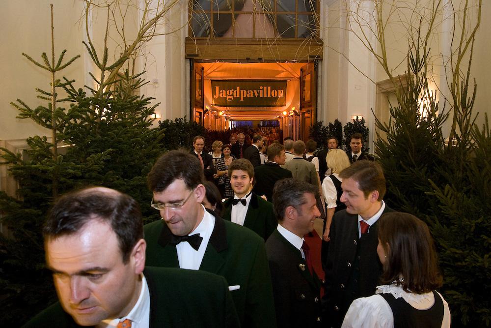 """Wien/Oesterreich, AUT, 28.01.2008: Teilnehmer waehrend dem Jaegerball in der Wiener Hofburg.<br /> <br /> Vienna/Austria, AUT, 28.01.2008: Participants of the Hunters Ball (Jaegerball) at the """"Hofburg"""" in Vienna."""
