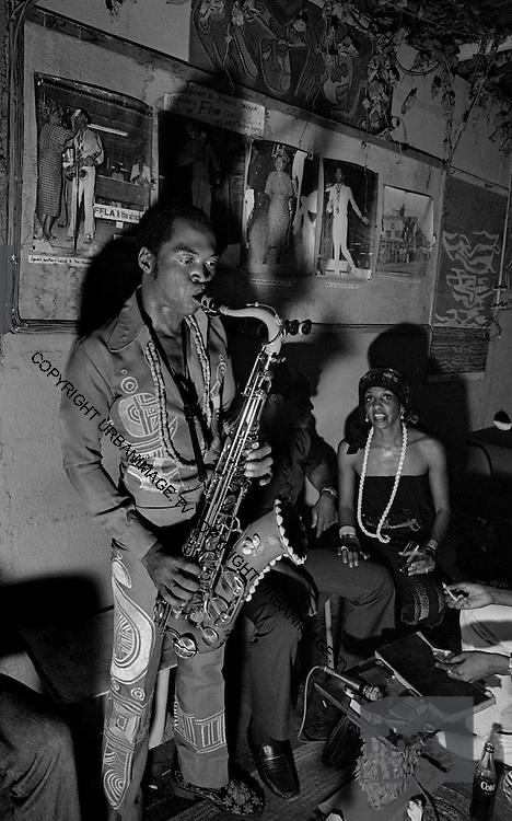 Fela Kuti  -  backstage at the Shrine - Lagos - 1978
