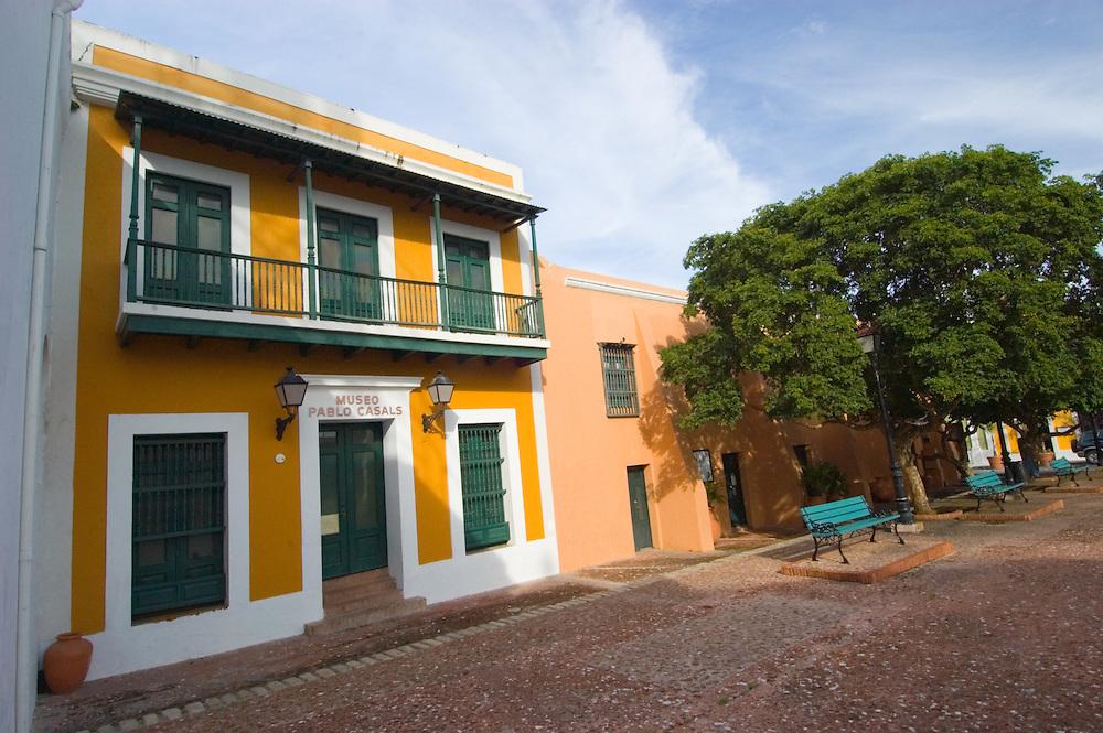 06142005-San Juan, Puerto Rico- Museo Pablo Casals en la Plaza San Jose del Viejo San Juan. Pablo Casals Museum at the San Jose Plaza in Old San Juan