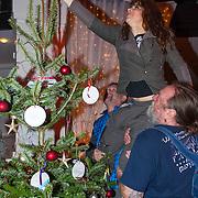 NLD/Hilversum/20151207- Sky Radio's Christmas Tree for Charity, Ellen ten Damme word opgetilt om de piek te plaatsen